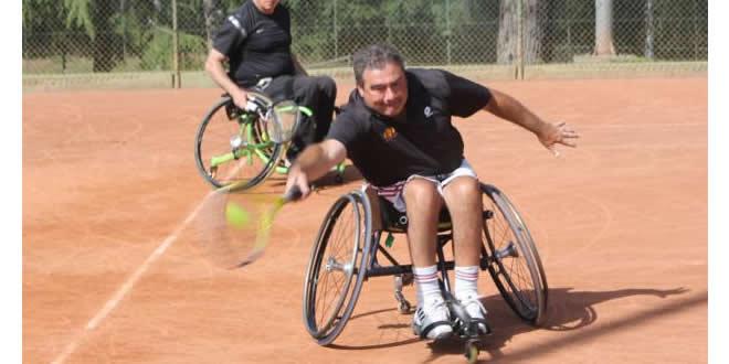 Escola de Tennis en Cadira de Rodes al Vallès