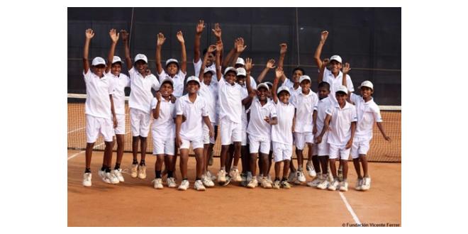 La Fundació Vicente Ferrer obra una convocatòria de voluntaris per un centre educatiu i de formació de tennis a Anantapur (Índia)