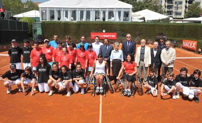 """Exhibició de tennis en cadira de rodes i """"clinic"""" d'Special Olympics."""