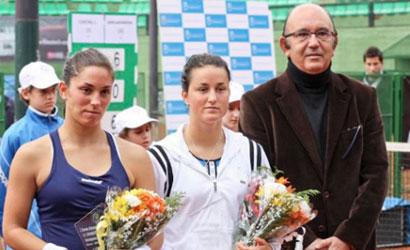 Lara Arruabarrena (a la dreta), campiona i Leticia Costas, finalista.