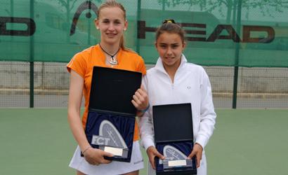 Jil Belen Teichmann (de taronja), campiona i Julia Payola, finalista.