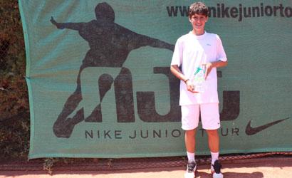 Alvaro López, campió infantil del NIKE Júnior d'Alacant 2011.