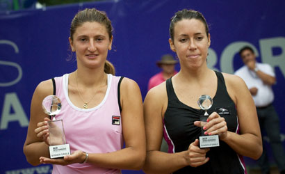 Laura Pous (a la dreta), finalista de l'ITF Women's de Bucarest 2011.