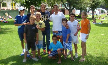 Tommy Robredo amb els joves participants.