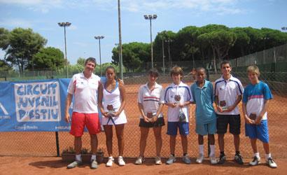 Alejandro Tarrero, juez arbitro, con algunos de los ganadores.
