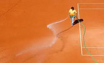 Els encarregats de les pistes, un element imprescindible del tennis.