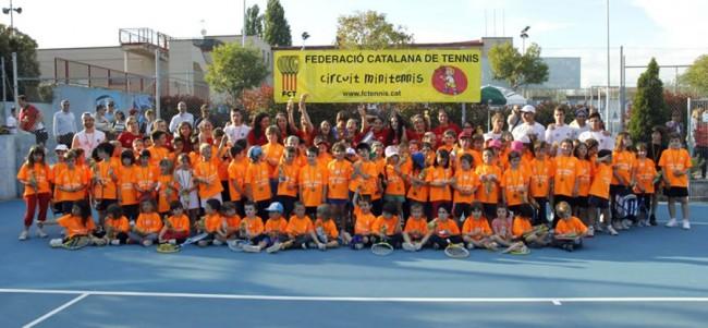 El CN Lleida acull una gran jornada de Minitennis i Juguem
