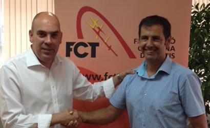 signatura entre el president de la Federació Catalana de Tennis Joan Navarro i Jordi Boixadera Director General de l'Agència Catalana de Joventut