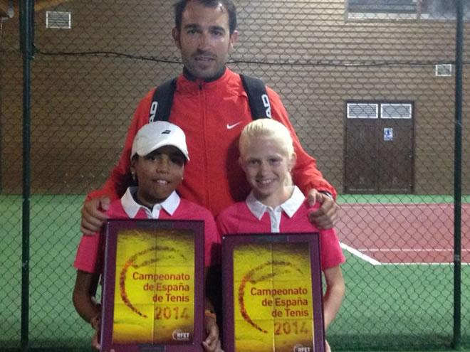 Clara de Santiago i Alejandra Ferrer campiones d'Espanya Aleví de Dobles