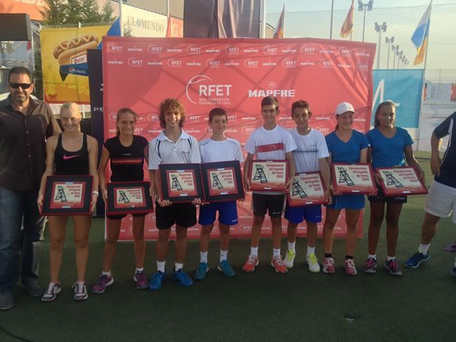 Leire Fernández guanya el torneig de dobles femení del Campionat d'Espanya Aleví